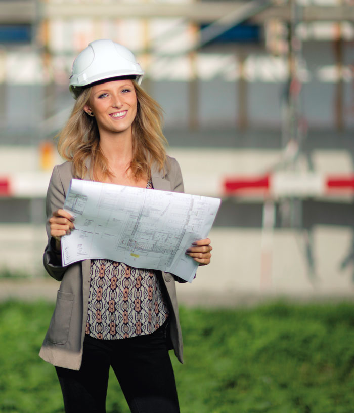 Hochwertiges Bildungsprodukt mit guten Karriereaussichten: Alina Bertschi (17), Zeichnerin EFZ, geht den Weg zu ihrem Traumjob Architektin über die Berufsmatura. (Bild: zvg)