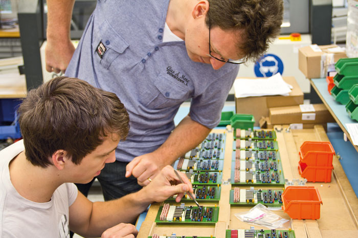 Der zweite Arbeitsmarkt ermöglicht jungen Erwachsenen mit Beeinträchtigungen, einen Beruf zu lernen – zum Beispiel bei altra Schaffhausen. (Bild: altra Schaffhausen/Diego Bally)