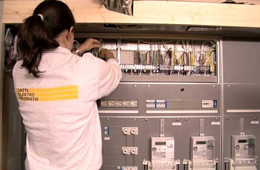 Elektroinstallateur/in EFZ – Film mit Porträt einer Berufstätigen