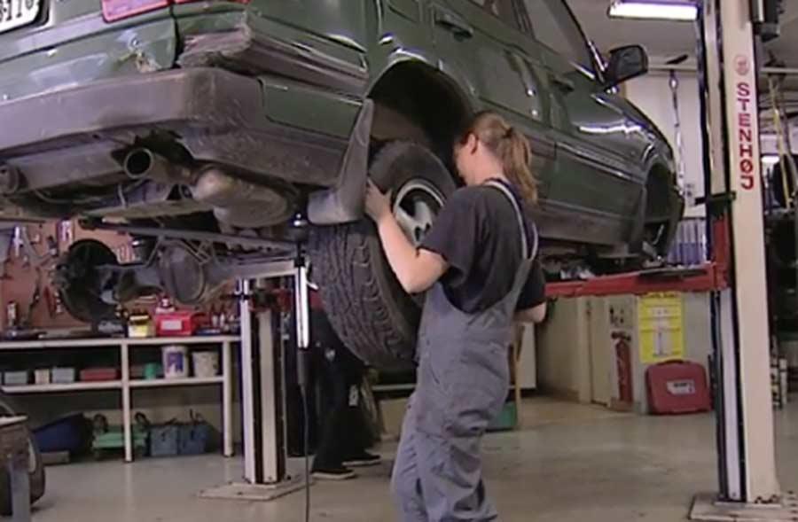 Automobil-Fachmann/Fachfrau EFZ (Personenwagen) – Film mit Porträt einer Berufstätigen