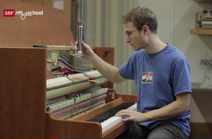 Musikinstrumentenbauer/in EFZ, Fachrichtung Klavier – Berufsfilm mit Porträt eines Lernenden