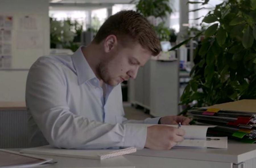 Kaufmann/Kauffrau EFZ (D&A) – Film mit Porträt eines Berufstätigen