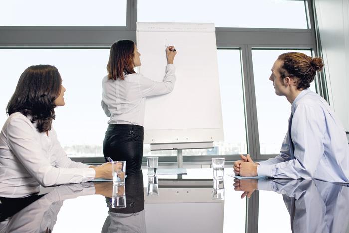 Chefinnen sind wichtige Identifikationsfiguren für Frauen, die zögern, eine Führungsposition anzunehmen. (Bild: Fotolia/Adam Gregor)