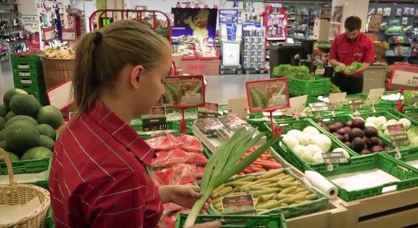 Detailhandelsassistent/in EBA (Nahrungs- und Genussmittel) – Film mit Porträt einer Berufstätigen