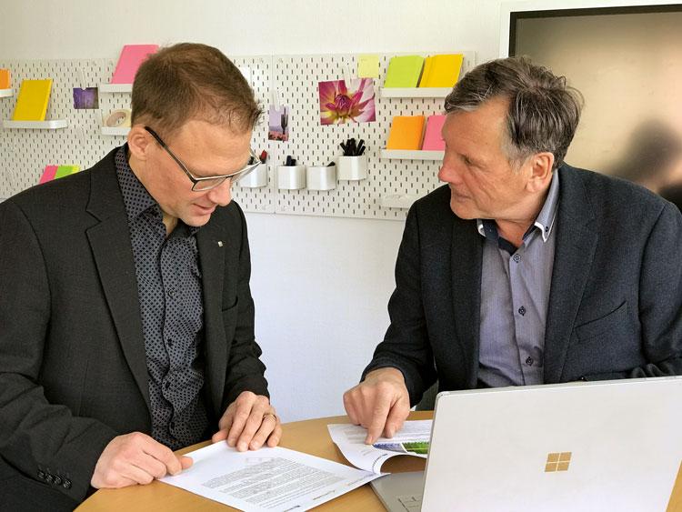 Enge Zusammenarbeit von zwei Verbänden: Roland Stoll, Leiter Grundbildung bei Swissmechanic (links), und Arthur Glättli, Geschäftsleiter Berufsbildung bei Swissmem, sind für die Reform der acht technischen Berufe der MEM-Industrie verantwortlich.  (Bild: Swissmem/Swissmechanic)