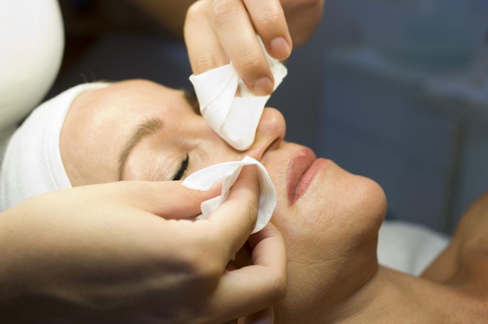 Behandlung bei Hautunreinheiten
