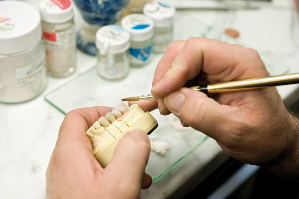 Keramikmasse auftragen