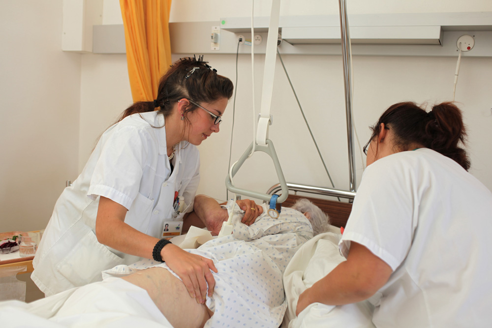 Patienten und Bewohnerinnen pflegen