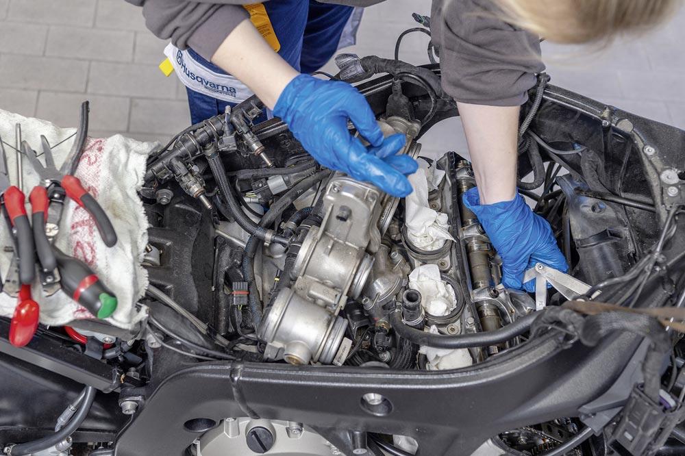 Reparaturen an Motor und Getriebe