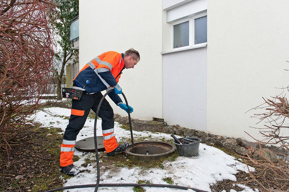 Introduire les tuyaux de nettoyage