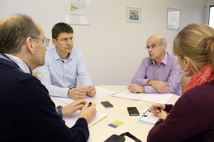 Au sein des services d'orientation du canton d'Argovie (ask!), Thomas Eichenberger (directeur, à droite) et Martin Uebelhart (adjoint, à gauche) ont revu toute leur palette de prestations. (Photo: Thomas Kenner)
