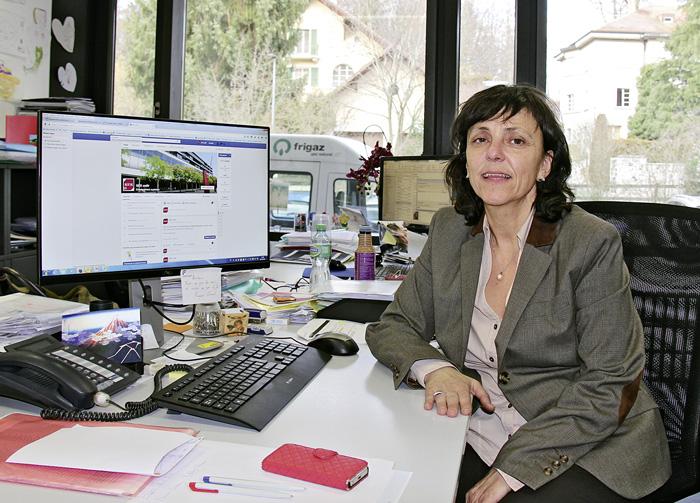 Dans son activité de community manager à l'Université de Fribourg, Cristina Pydde est connectée en permanence. (Photo: Ingrid Rollier)