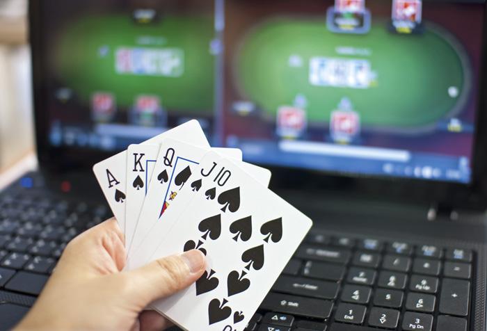 Pour certains jeunes, le poker en ligne constitue une alternative au travail. (Photo: Adobe Stock/JJ)