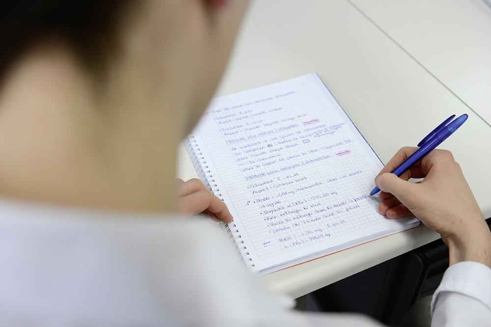 Compléter le cahier de laboratoire
