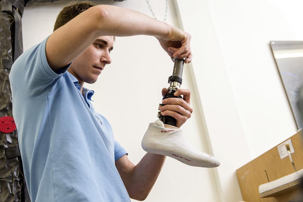Assemblare la protesi