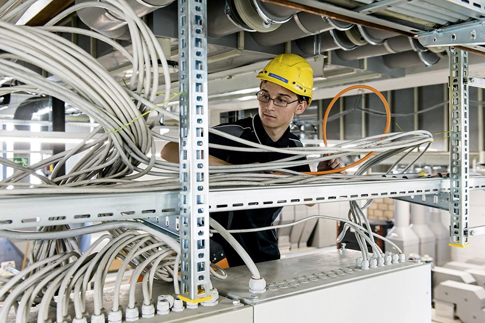 Installare tracciati per cavi