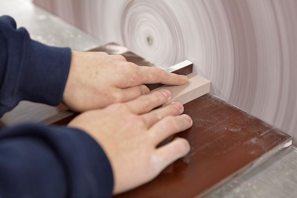Tagliare e levigare i materiali